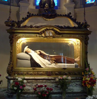 Image of St Therese above relics 2