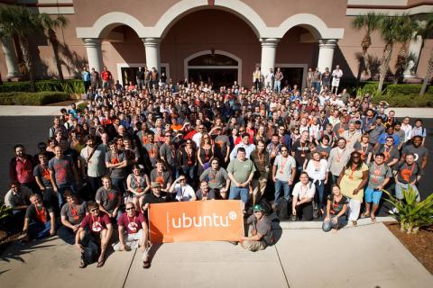 large group shot of Ubuntu people